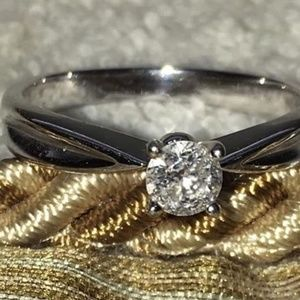 Jewelry - Ladies Gold Diamond Ring
